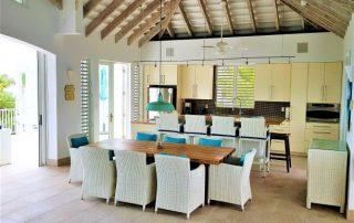 Caicias Villa Emerald dining and kitchen area