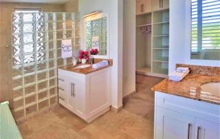 Caicias Villa Emerald master bathroom